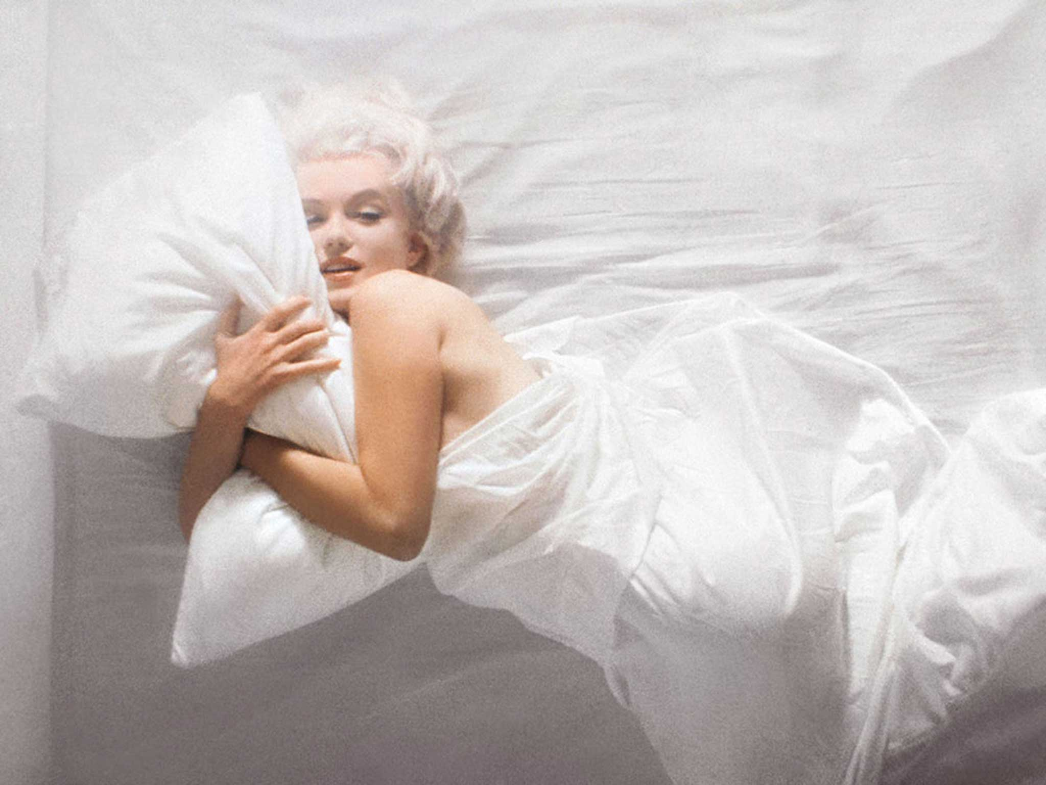 Marilyn Monroe nude in bed wrapped in sheets